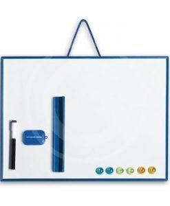 lavagna magnetica a sfondo bianco con pennarello, bottoni magnetici e cancellino